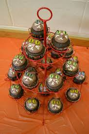 growing up veg kitty cat halloween cupcakes