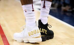 lebron white jeep lebron wears 1 black shoe 1 white shoe has message for trump