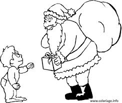 Coloriage Le Pere Noel Offre Un Cadeau A Un Petit Garcon dessin