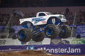 monster truck jam los angeles win monster jam tickets u0026 pit passes at metropcs latest cbs