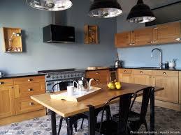 cuisine chaleureuse cuisine contemporaine et chaleureuse dans un appartement