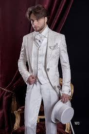 costume mariage blanc costume mariage baroque redingote en brocart blanc avec gilet brodé