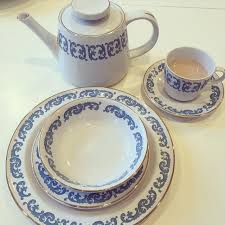 the daily connoisseur antique dishes vs new dishes portion size
