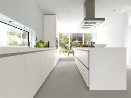 kchen modern mit kochinsel 2 grifflose designküche b1 mit insel in weiß bulthaup küchen