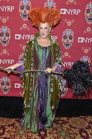hocus pocus halloween costume bette midler dressed up as her u0027hocus pocus u0027 character for
