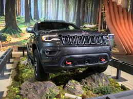 cherokee jeep 2016 black 2016 nyias 2017 jeep grand cherokee trailhawk lets you explore