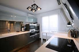 cuisine noir et blanc une cuisine contemporaine gris foncé noir et blanc home