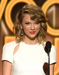 taylor swift lob haircut how the long bob trend is actually just people growing out pixie cuts
