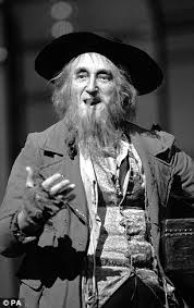 oliver u0027s ron moody dies aged 91 daily mail online