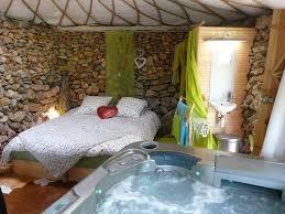 weekend dans la chambre week end en cabane chic week end romantique à maximin