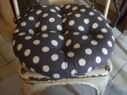 coussin de chaise rond coussin galet de chaise anthracite à pois blanc déco tendance