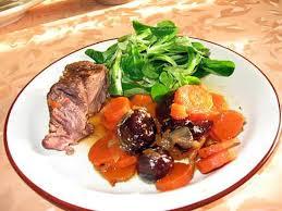 cuisiner du paleron de boeuf recette de boeuf braisé carottes et pruneaux