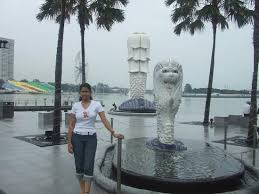 singapore lion lion with a of fish singapore symbol picture of merlion