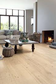 Flooring Laminate Uk - best 25 oak laminate flooring ideas on pinterest laminate