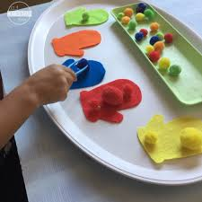color sorting mitten activity