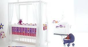 chambre bébé simple lit bebe a baldaquin lit a baldaquin simple contemporain pour enfant