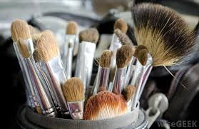 makeup brushes e in a variety of sizes