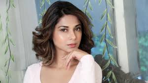 dr jennifer haircut from bold to bald to wavy bob beyhadh star jennifer winget is on