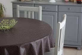 repeindre une table de cuisine en bois repeintes en gris ces chaises et cette table sont plus jolies