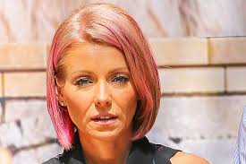 hair color kelly ripa uses kelly ripa debuts bright blue hair today s news our take tv guide