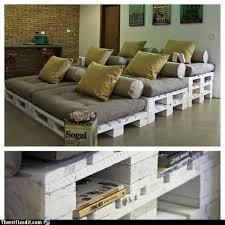 canapé avec palette palettes idées déco pour un canapé outdoor