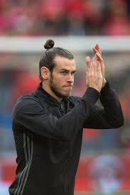 gareth bale hairstyle gareth bale s man bun collapses to reveal exactly what his hair