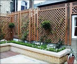 ringhiera in legno per giardino grigliati in legno per terrazzo grigliati e frangivento