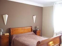 mur de couleur dans une chambre peinture couleur taupe clair amazing peinture murs et boiseries avec