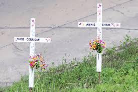 roadside memorial crosses eleven year roadside memorial restored infonews ca