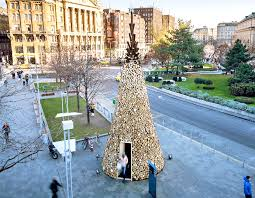 hello christmas tree heartwarming charity christmas tree is made from 5 000 pieces of
