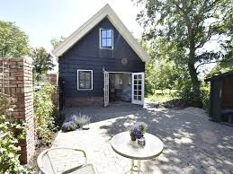 holiday home next one of the oldest dutch farmhouses in the