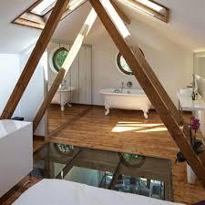 salle de bain dans chambre sous comble chambre sous les combles chambre amnag dans les combles en blanc