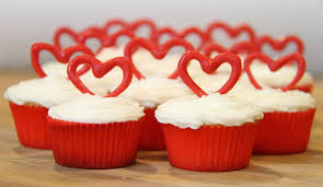 Valentine S Day Cupcake Decorating Ideas by Valentines Day Mini Heart Cupcakes Blog Homeandawaywithlisa