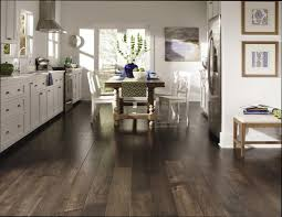 plancher cuisine bois plancher cuisine bois gallery of plancher beige poli comptoir de