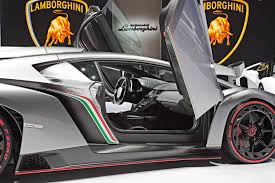 crashed lamborghini veneno 3 9 million veneno for 50th anniversary lamborghini the