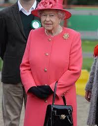 queen handbag 10 things queen has in the royal handbag the sun