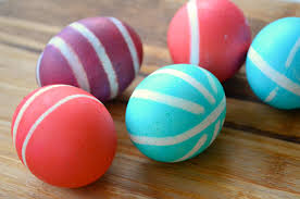 how to color easter eggs how to dye easter eggs with rubber bands play cbc parents