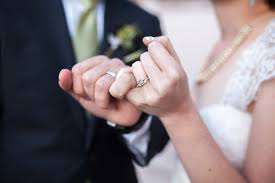 how to buy an engagement ring a s guide to buying the engagement ring