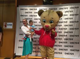 daniel tiger at kcts kids day at woodland park zoo in seattle