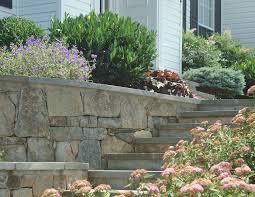 retaining walls of stone keystone modular blocks fine earth