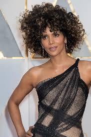 Locken Frisuren by Halle Berry Unglaubliche Locken Frisur Bei Den Oscars Gala De
