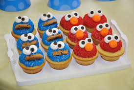 elmo cupcakes cookie elmo cupcakes by megalbagel on deviantart