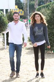 zendaya coleman in leggings shopping for a christmas tree in los