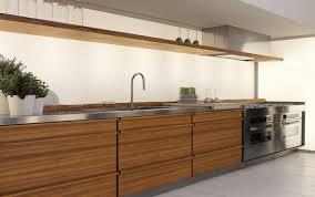 echtholzküche kuche mit holz fliesenspiegel bar modern ikea metall lack insel