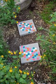Backyard Stepping Stones by 10 Diy Garden Path Ideas How To Make A Garden Walkway