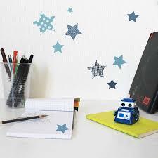 photo chambre enfant stickers chambre enfant étoiles bleues motif enfant fille pour