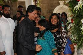 srk interacting with the media celebrating eid at his residence