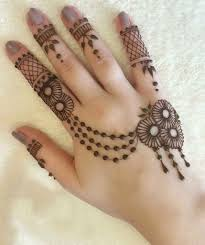 simple mehndi designs that entice you to try your hand on