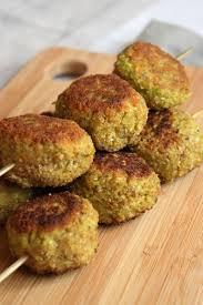 cuisiner des poivrons verts croquettes de poivron vert courgette et flocons d avoine avec ou