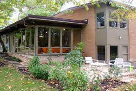 buy this classic mid century modern house for 240 000 chicago